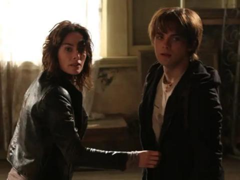 Lena Headey y Thomas Dekker como Sarah y John Connor.
