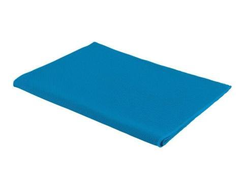 La toalla refrescante de Lidl está disponible en azul, rosa y negro.