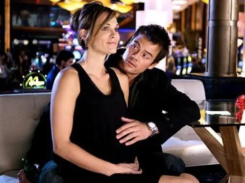 Molly Sims y Josh Duhamel como Delinda y Danny.