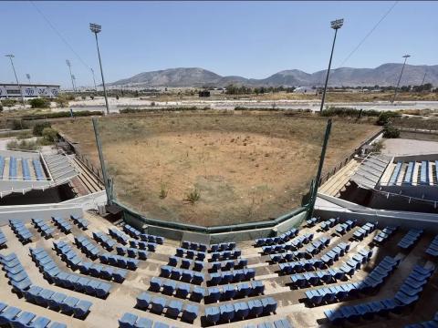 El estadio de softbol.