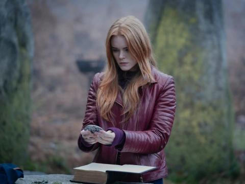 Abigail Cowen como Bloom en 'Destino: La saga Winx'.
