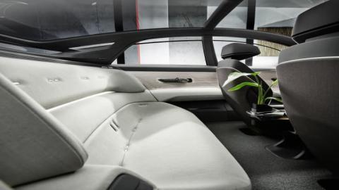 """Audi presenta su nuevo prototipo de automóvil Grandsphere: un """"jet privado para la carretera"""" diseñado para la conducción autónoma"""
