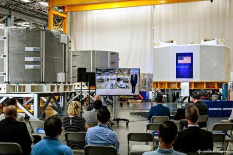 El dispositivo completo en la sede de General Atomics, el 10 de agosto de 2021.
