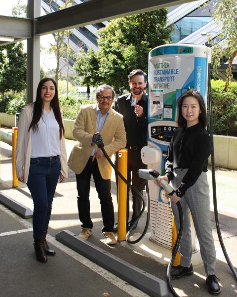 El equipo investigador de la Universidad de Monash: Mahdokht Shaibani, Mainak Majumder, Matthew Hill, Yingyi Huang.