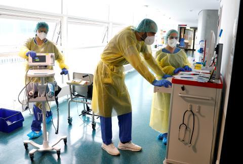 Médicos en un hospital.