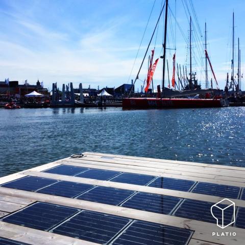 Paneles solares en el suelo