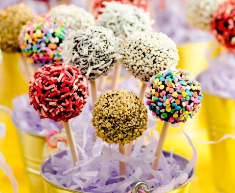 Si pones un palito a tus bizcobolas, quedarán como los famosos popcakes.