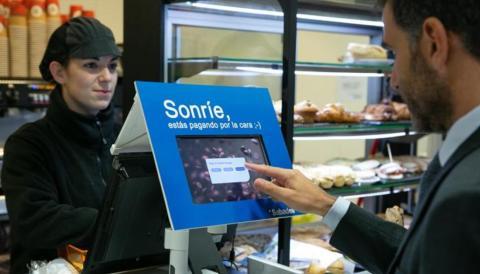 Programa piloto de Banco Sabadell  para pago por reconocimiento facial. Banco Sabadell