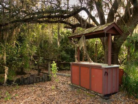 Un puesto abandonado en River Country.