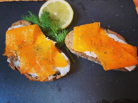 Revo Foods ha conseguido imprimir en 3D el primer salmón ahumado vegano del mundo.