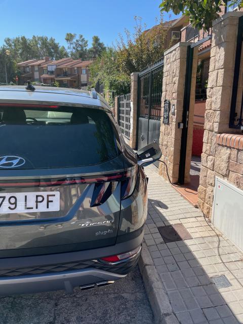 Hyundai Tucson PHEV cargando en casa