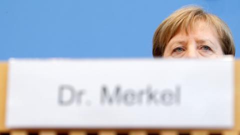 La canciller alemana Angela Merkel en una reunión extraordinaria de su gobierno sobre el coronavirus