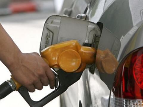 El gobierno quiere subir la gasolina