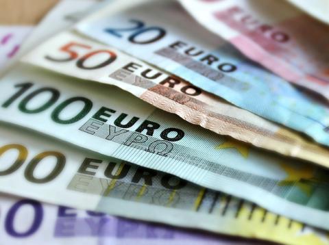 Consejos para comprar un coche nuevo que te daría tu cuñado - Olvídate del dinero, para eso están las financieras