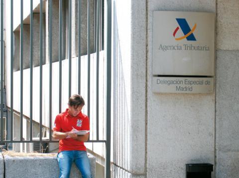 Trámites para matricular un coche extranjero en España: La visita a la Agencia Tributaria
