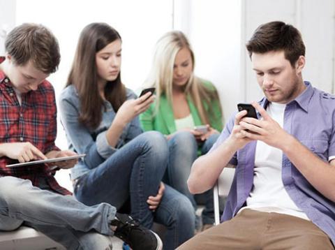 Apple cree que usas demasiado el teléfono móvil
