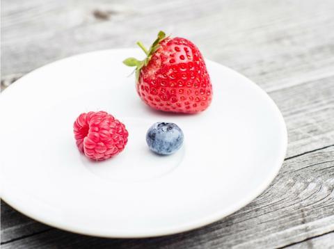 Un plato con fresas