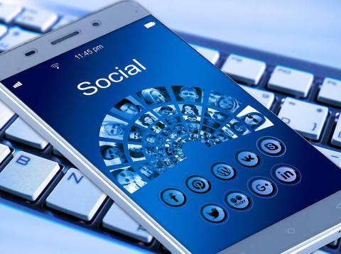 Redes sociales en móvil