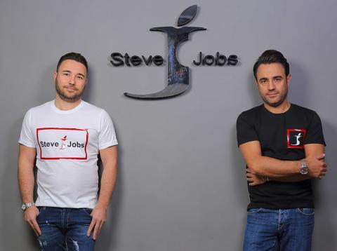 Los hermanos Bartamo, fundadores de la marca Steve Jobs