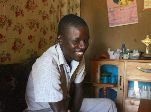 Edwin Odongo Anyango, beneficiario de renta básica en Kenia