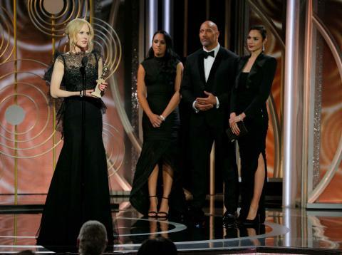 Nicole Kidman recoge su premio por 'Big Little Lies' en los Globos de Oro 2018.