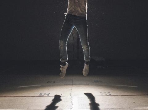 Persona saltando