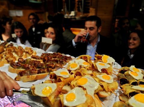Un bar de tapas en la Cava Baja de Madrid.