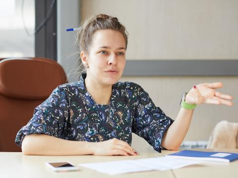 Candidata o reclutadora en una entrevista de trabajo