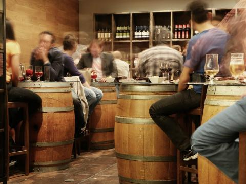 El informe anual Nielsen para 2017 revela que los españoles siguen teniendo predilección por los productos frescos y la cultura de bar.