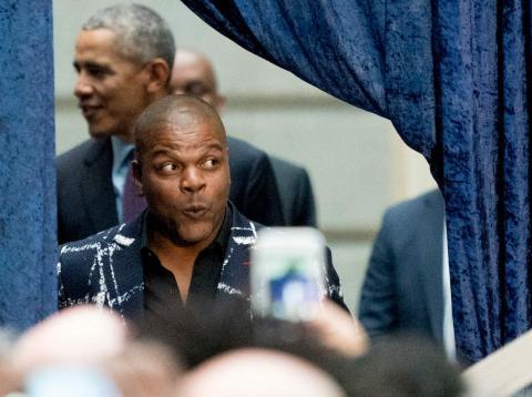 Kehinde Wiley estaba muy emocionado por subir al escenario con el expresidente Barack Obama el pasado lunes.