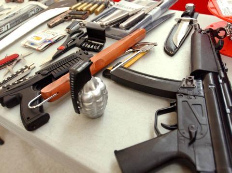 En los aeropuertos de Estados Unidos, los agentes de seguridad encuentran distintas armas.