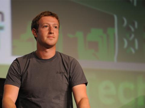 Mark Zuckerberg pide perdón y anuncia cambios para proteger los datos de los usuarios en Facebook