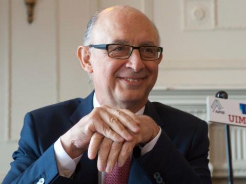 El ministro de Hacienda, Cristóbal Montoro, en un curso de la Apie y la UIMP en Santander en 2015.