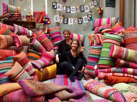 Calcetines altruistas, alfombras étnicas, juguetes ecológicos... son algunos de los productos exclusivos que ofrecen estas12 empresas emergentes en España.