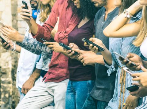 8 aberraciones que cometes a diario con tu móvil