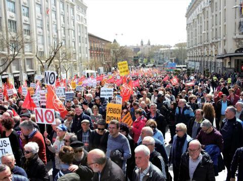 Imagen de la manifestación por la subida de las pensiones convocada en Madrid el pasado 15 de abril.