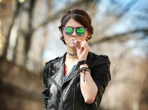 Un misterioso síndrome que hace que los consumidores de marihuana se enfermen gravemente está empezando a preocupar a los médicos.