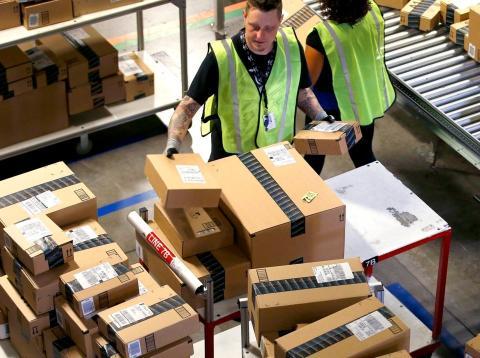 Amazon estaría castigando a sus clientes por devolver demasiados paquetes, según la compañía.