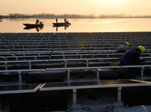 Ryan Kiesler, Descartes Labs' head of applied science, told Business Insider that these solar-energy megaprojects could create a dim future for fossil fuels.