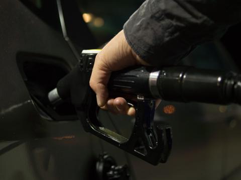 Echar gasolina