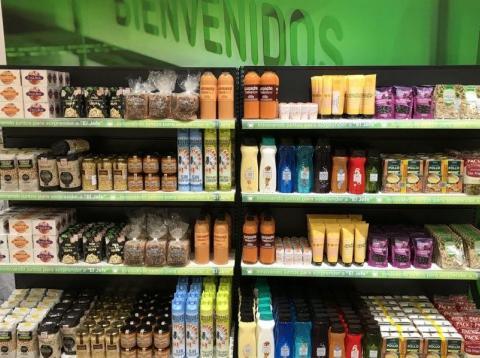 La marca blanca de Mercadonase ha impuesto en las bebidas no alcohólicas a pesar de que el refresco es la categoría en la que los consumidores prefieren seguir consumiendo la primera marca.