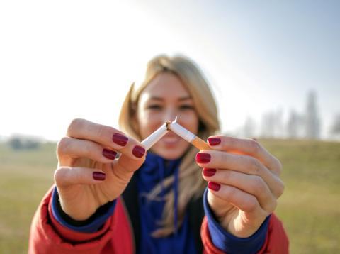 Romper un cigarrillo