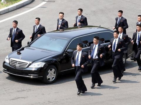 Coche oficial de Kim Yong Un [RE]
