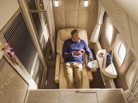 El compartimento de un vuelo de primera clase de Emirates.