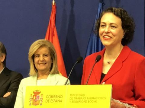 """La nueva ministra de Trabajo, Magdalena Valerio, sucede a Fátima Ibánez en el cargo y asegura que una de sus prioridades es conseguir un """"gran pacto"""" de pensiones."""