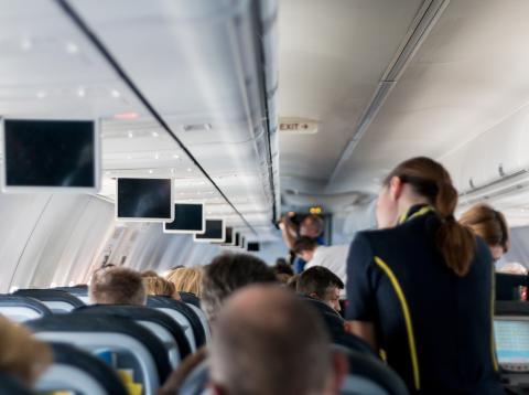 Qué pasa si te cambian de clase en el avión.