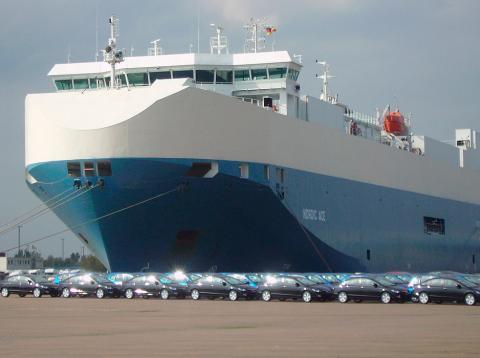 Envío masivo de coches europeos a EE.UU. para evitar las inminentes tasas