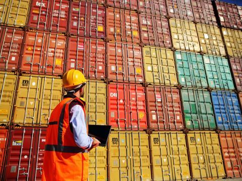 Estibador contenedores para exportaciones