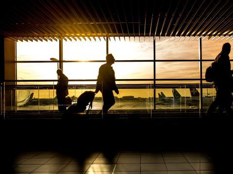 Qué pasa si se retrasa el vuelo.