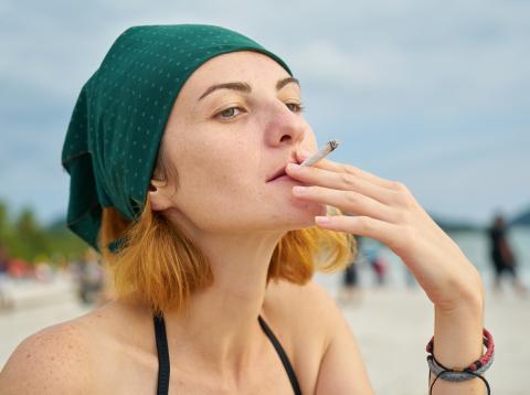Cada vez son más las playas en las que está prohibido fumar.